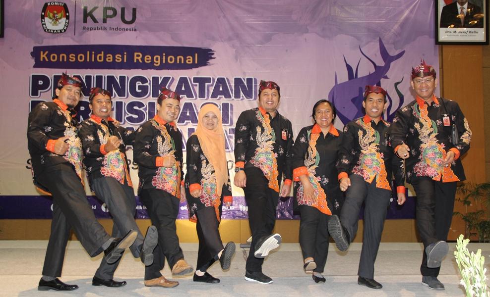 Jajaran Komisioner dan Sekretaris KPU Provinsi Jawa Timur